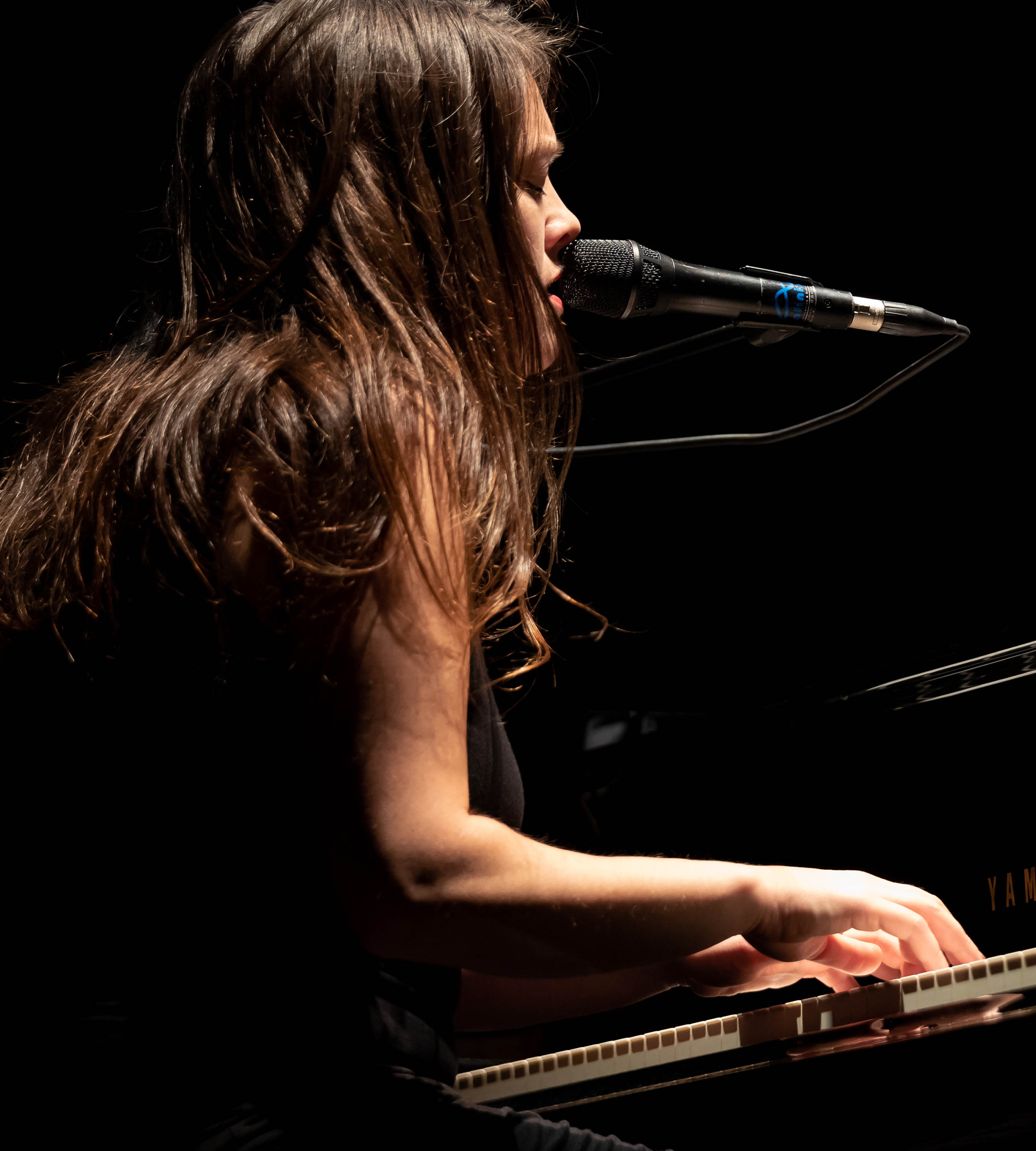 Mathilde Renault - chanteuse et pianiste belge - KAO MAG